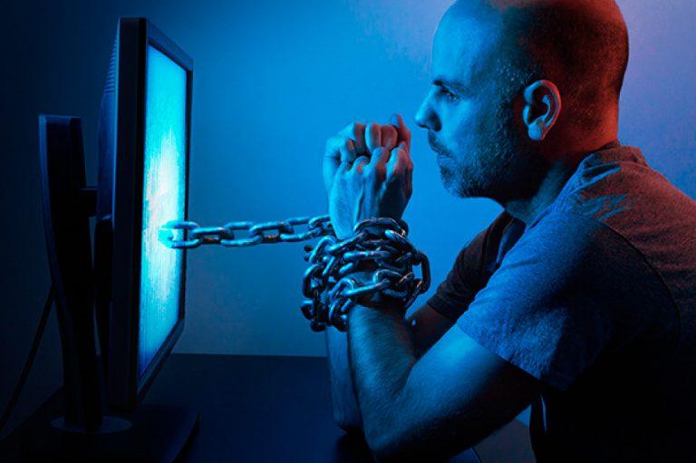 Adicción a las redes sociales, Internet y la máscara virtual