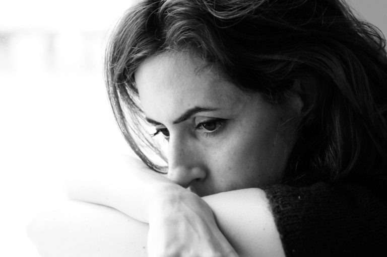 El porcentaje de mujeres con depresión duplica al de los hombres