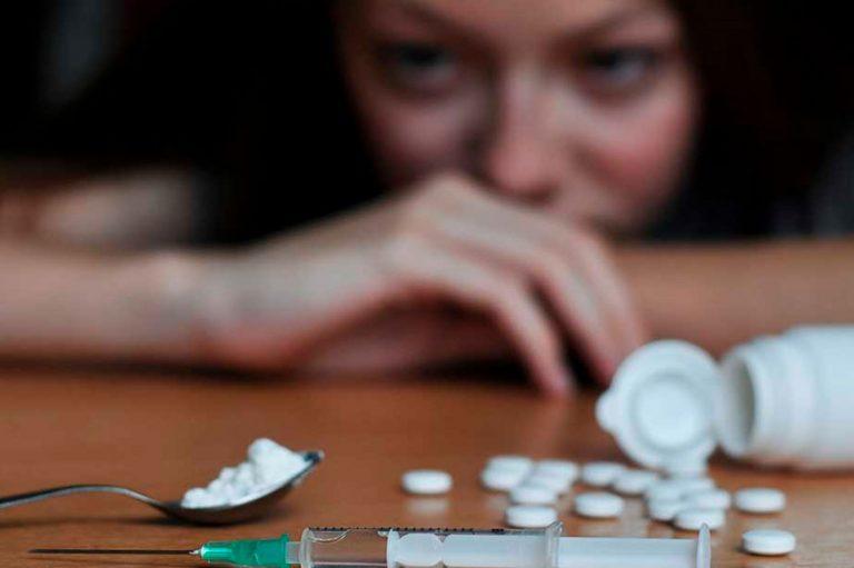 Factores de riesgo que favorecen el consumo de drogas en las mujeres