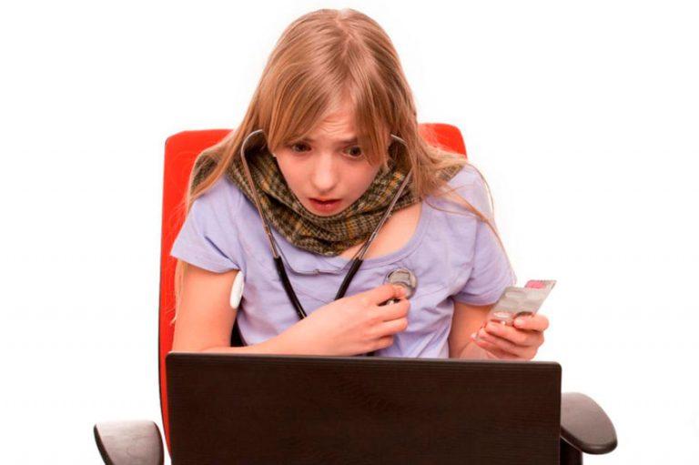 La cibercondría es la preocupación obsesiva por la salud que lleva a consultar internet continuamente para confirmar enfermedades que se cree padecer, por lo general graves, o en busca de síntomas, efectos o posibles tratamientos.