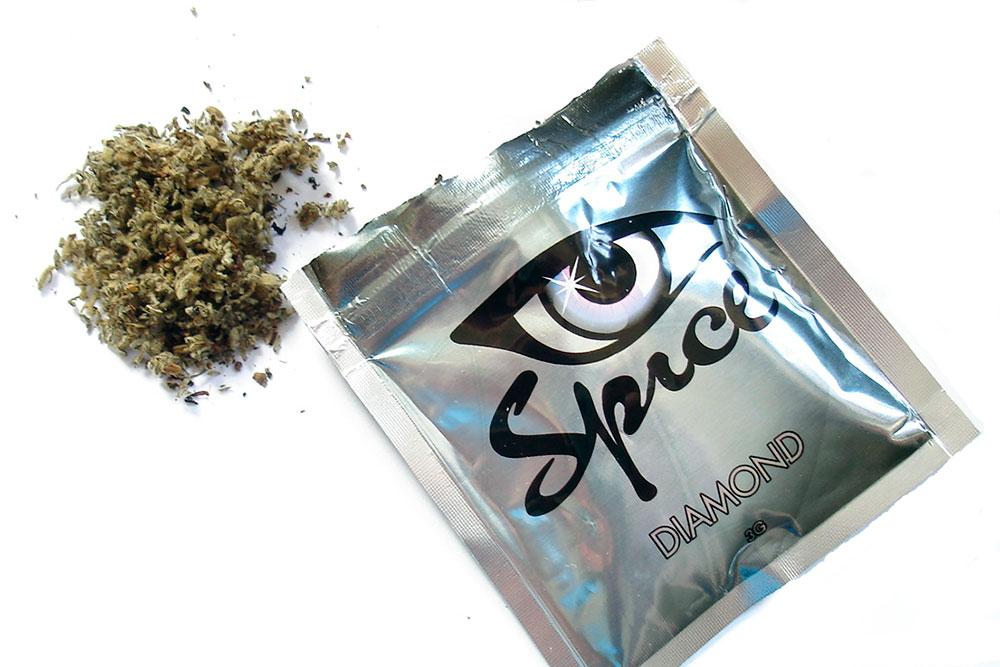 """El consumo de cannabinoides sintéticos se multiplica entre aquellos jóvenes que promete ser """"natural"""", """"legal"""" e indetectable en los análisis toxicológicos."""