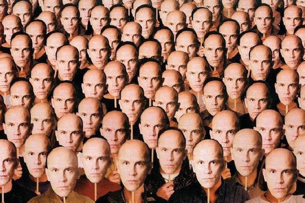 El Síndrome de Frégoli es un delirio de falsa identificación que consiste en la creencia de que personas conocidas han sido suplantadas por otra persona.