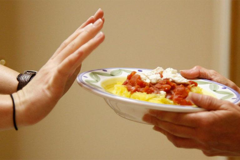 La cibofobia es un trastorno de ansiedad que provoca un miedo patológico e irracional a comer o a los alimentos en sí mismos.