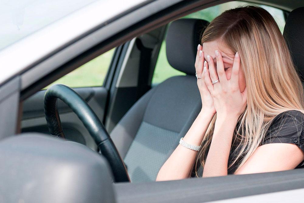 La amaxofobia o fobia a conducir, se define como el miedo irracional a conducir o simplemente ante la idea de tener que hacerlo.